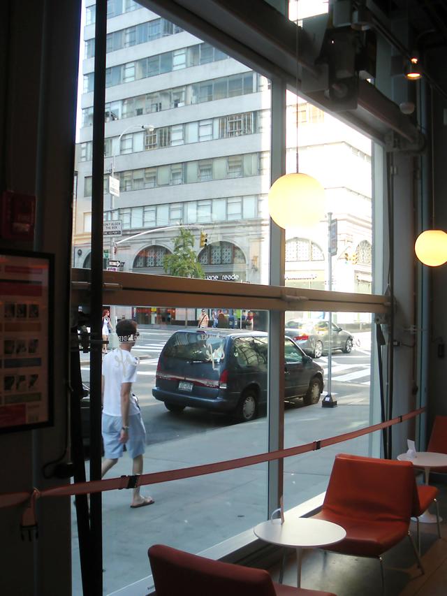 New York Restaurant Uses 2 Glass Covered Bifold Doors On