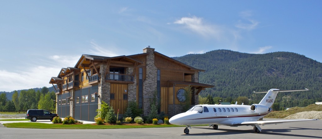 Airpark Hangar Home - Surrounded by the Mountains
