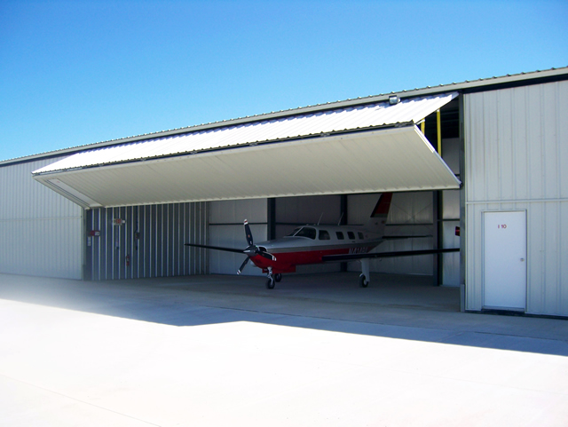 Bifold door on t-hangar