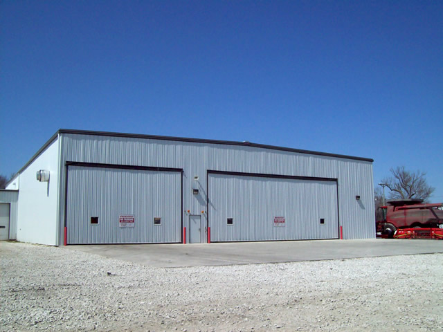 Two hydrualic doors on large machinery shed