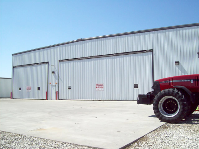 side by side hydraulic doors on machine shed