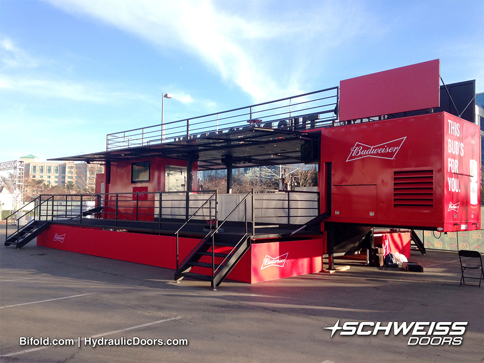 Schweiss Hydraulic Doors open up bar to event goers