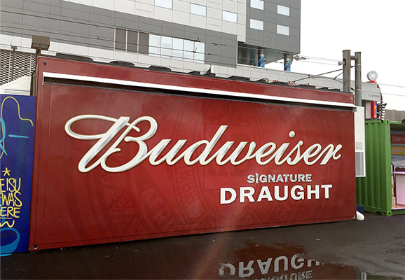 closed view of container mounted with Hydraulic door featuring budweiser branding