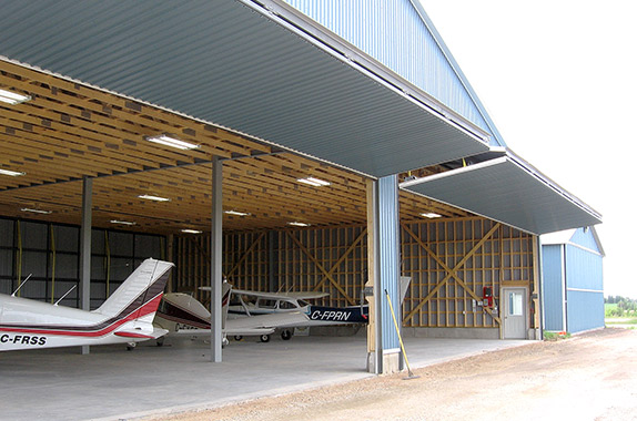 Hangar with four 46' x 15' Schweiss liftstrap bifold doors
