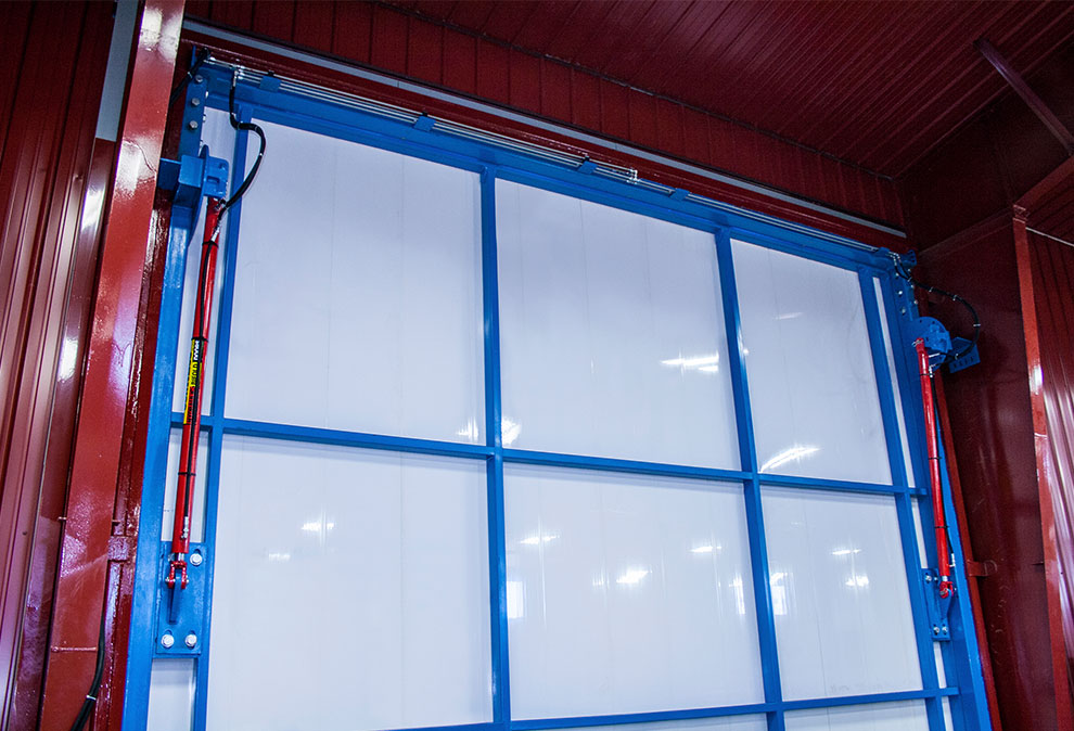 It doesn't get much cleaner than this hydraulic door with insulation panels.