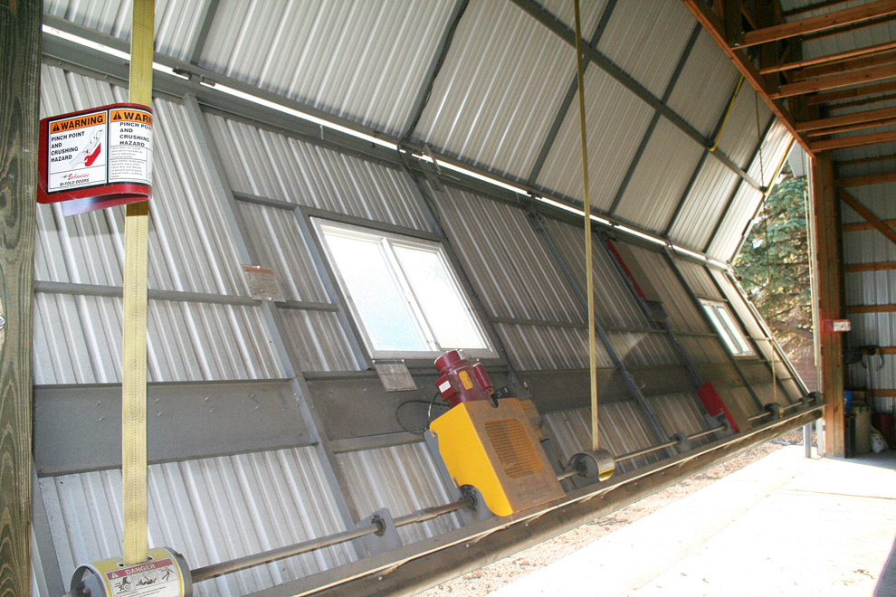 Strong liftstrap bifold door
