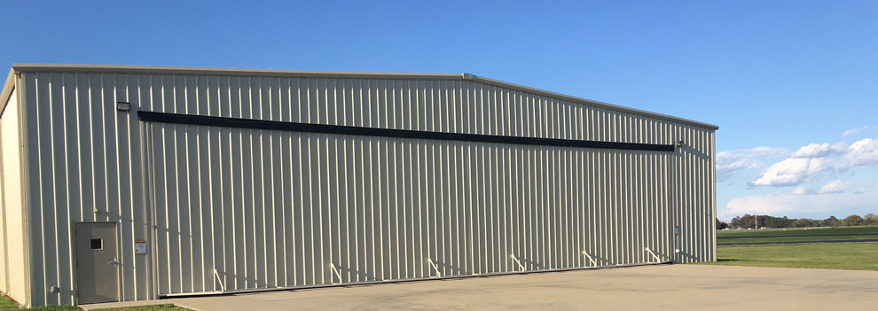 Big hydraulic hangar door