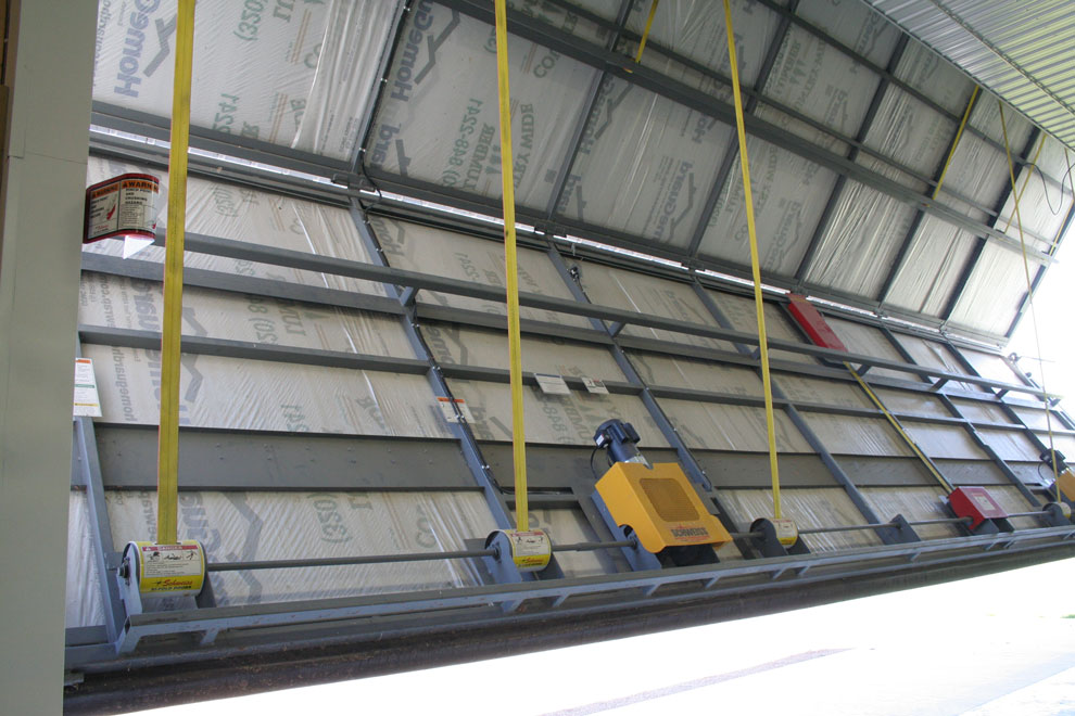 Bifold liftstraps and autolatch system