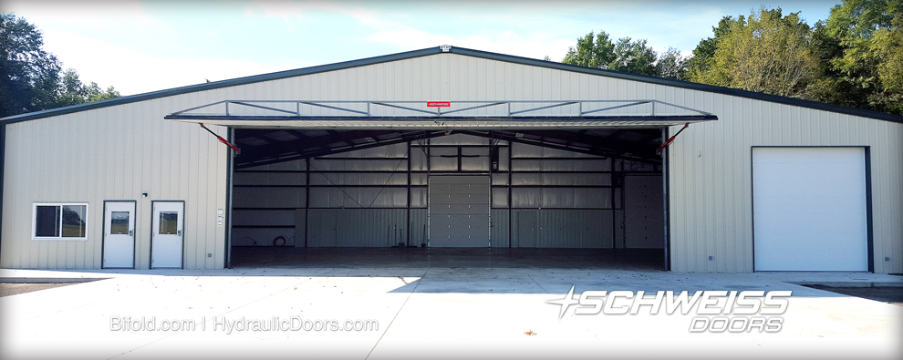 Hydraulic Hangar door has large clear opening