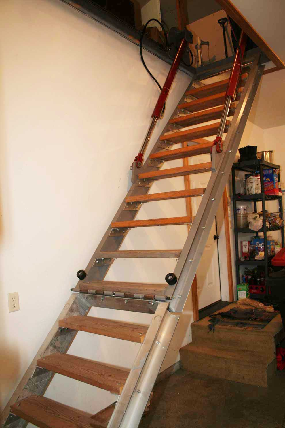 Hydraulic operated stairs