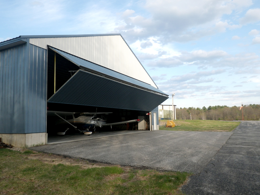 New EAA hangar in biddford municipal airport