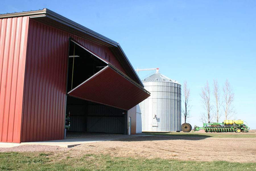 Machine building and grain bin