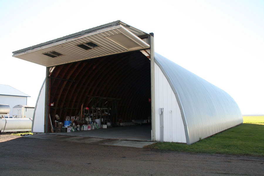 Quonset building with freestanding header