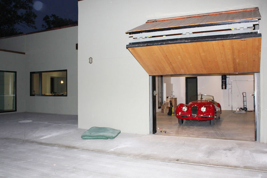 Bifold Liftstrap Garage Door