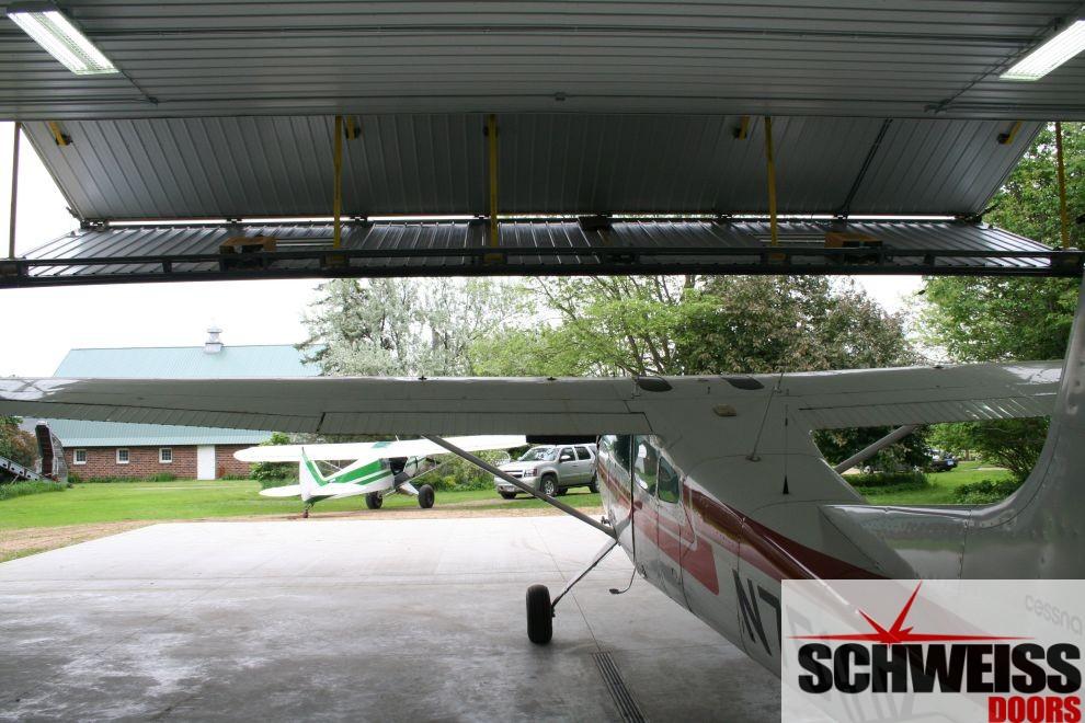 Bifold liftstrap hangar doors