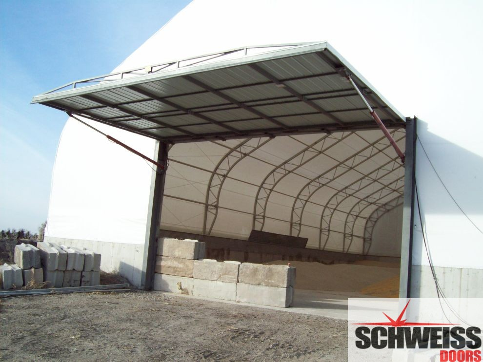Large hydraulic door is no problem for a fabric building