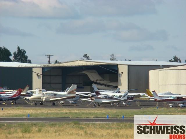 Big hydraulic hangar doors for big aircraft