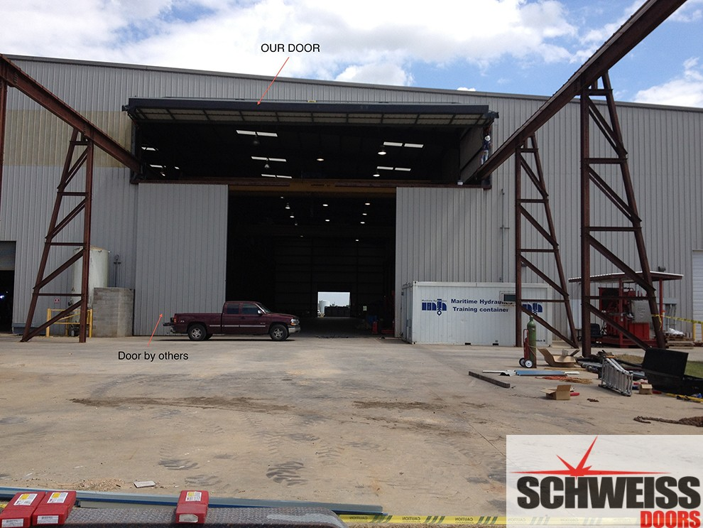 Schweiss hydraulic door for crane door use