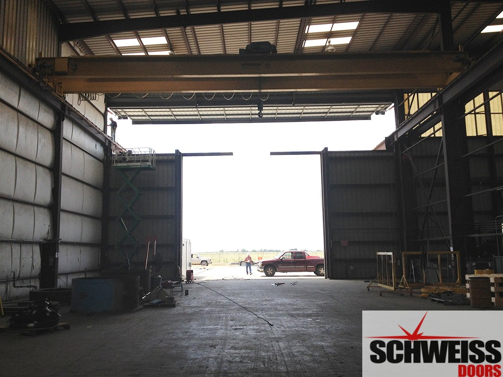 Hydraulic door with upper crane door