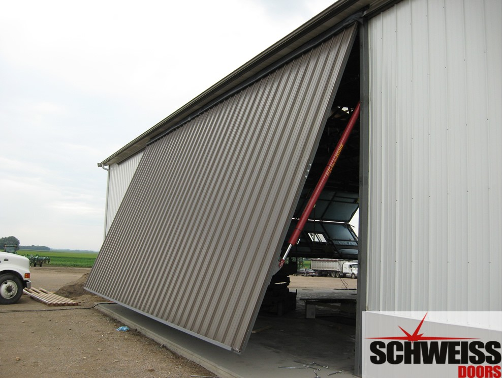 Hydraulic doors for farm ranch and agricultural use have a clean look & Schweiss Hydraulic doors are in a class of their own! | Schweiss ...