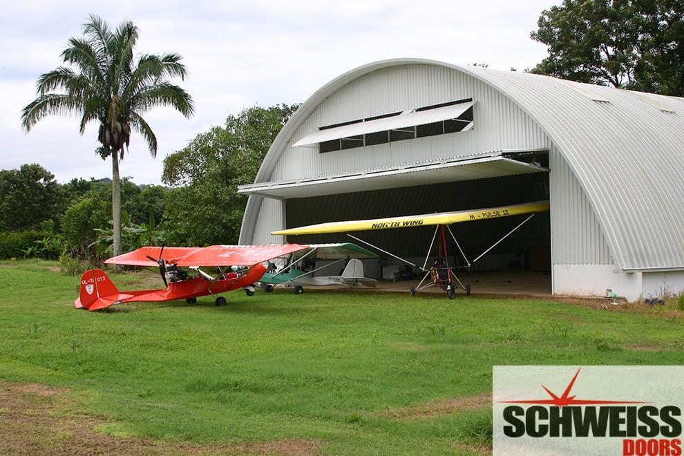 Bifold doors for hangars