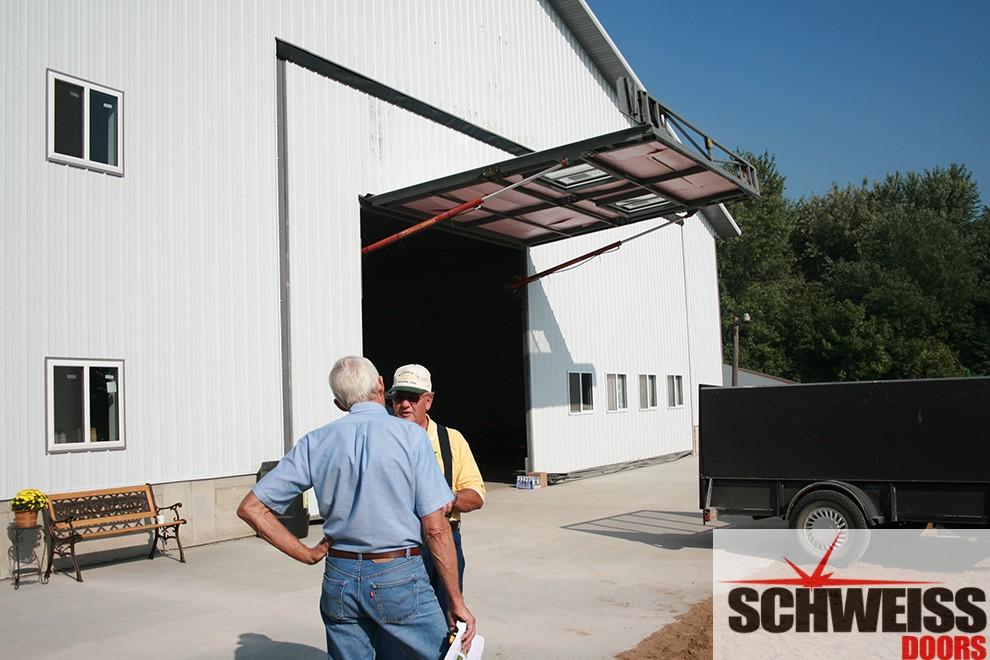 Hydraulic door external trusses add strength to doors